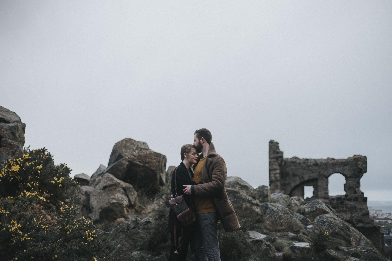 Edinburgh Couple Photoshoot in Holyrood Park | Potrait Session by Ceranna Photography | Edinburgh Wedding and Elopement Photographer | Scottish nature