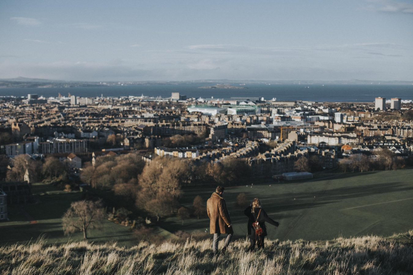 Edinburgh Couple Photoshoot in Holyrood Park by Ceranna Photography | Edinburgh Wedding and Elopement Photographer | Scottish nature