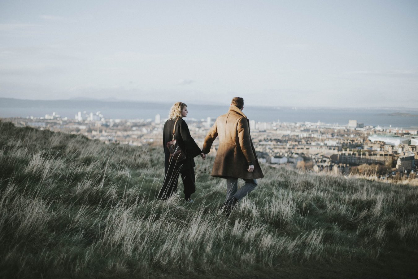 Edinburgh Couple Photoshoot in Holyrood Park | Potrait Session by Ceranna Photography | Edinburgh Wedding and Elopement Photographer | Scottish nature