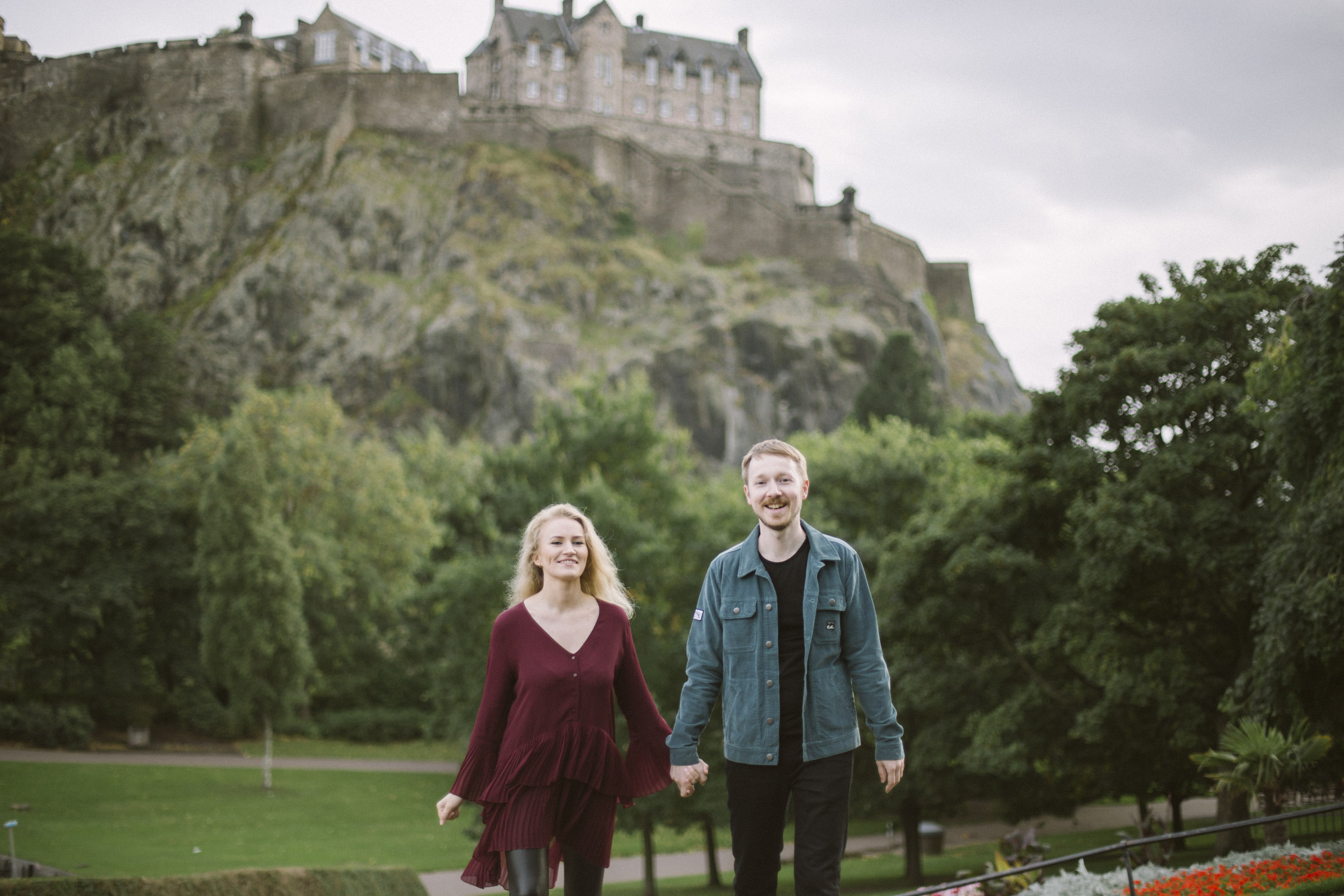 Edinburgh Old Town Couple Photoshoot | Pre Wedding Photography | Engagement Portraits Scotland | Destination Elopement | Elope in Edinburgh