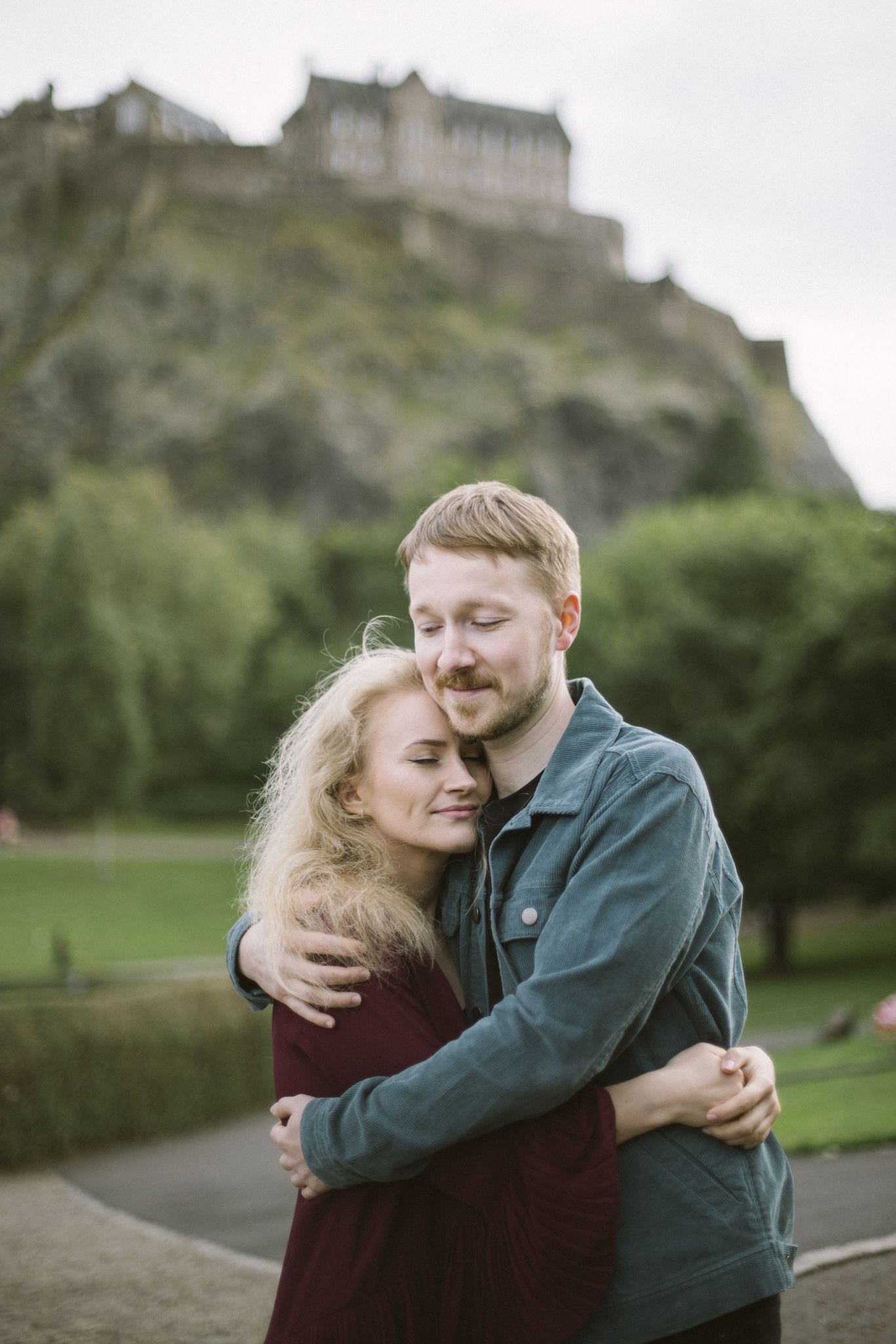Edinburgh Old Town Couple Photoshoot | Pre Wedding Photography | Engagement Portraits Scotland | Destination Elopement | Elope in Edinburgh | Couple | Ceranna Photography | Natural Light Photographer