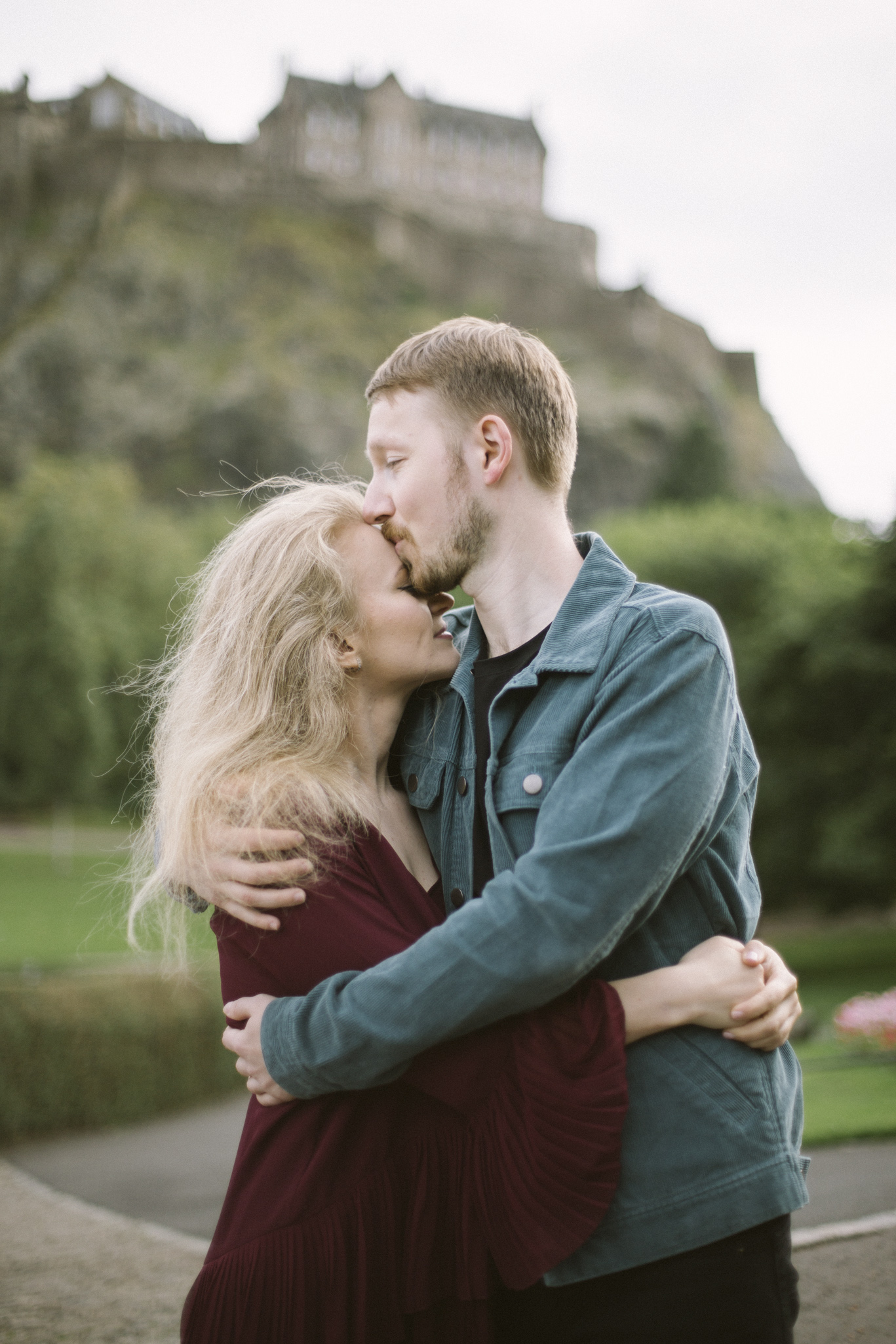 Edinburgh Castle and Princess Street Gardens Old Town Couple Photoshoot | Pre Wedding Photography | Engagement Portraits Scotland | Destination Elopement | Elope in Edinburgh | Couple | Ceranna Photography | Natural Light Photographer