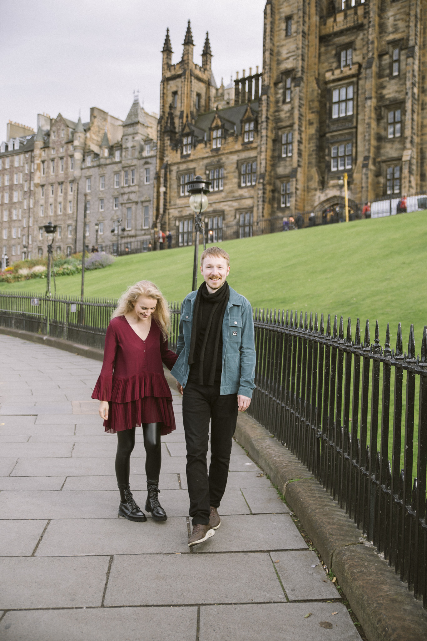 Edinburgh Street Old Town Couple Photoshoot | Pre Wedding Photography | Engagement Portraits Scotland | Destination Elopement | Elope in Edinburgh | Couple | Ceranna Photography | Natural Light Photographer
