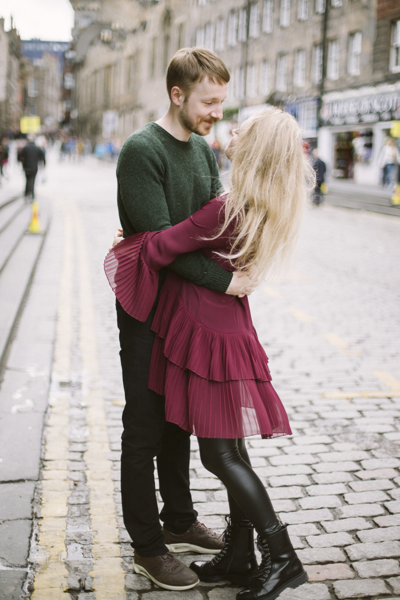 Royal Mile, Edinburgh Street Old Town Couple Photoshoot | Pre Wedding Photography | Engagement Portraits Scotland | Destination Elopement | Elope in Edinburgh | Couple | Ceranna Photography | Natural Light Photographer