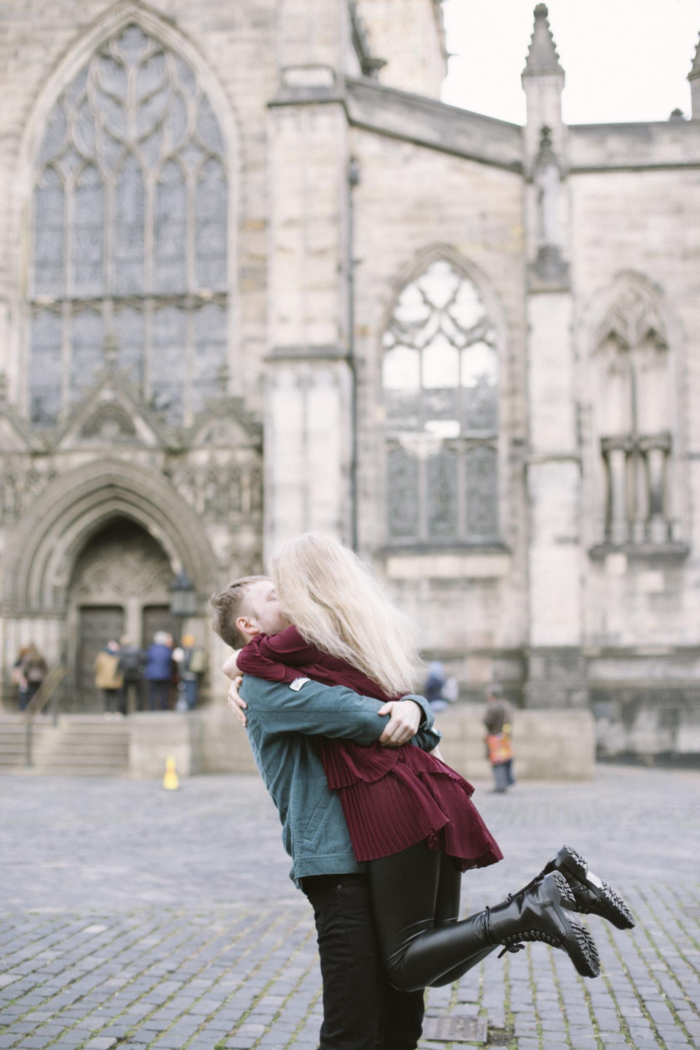 St Giles Cathedral, Edinburgh Street Old Town Couple Photoshoot | Pre Wedding Photography | Engagement Portraits Scotland | Destination Elopement | Elope in Edinburgh | Couple | Ceranna Photography | Natural Light Photographer