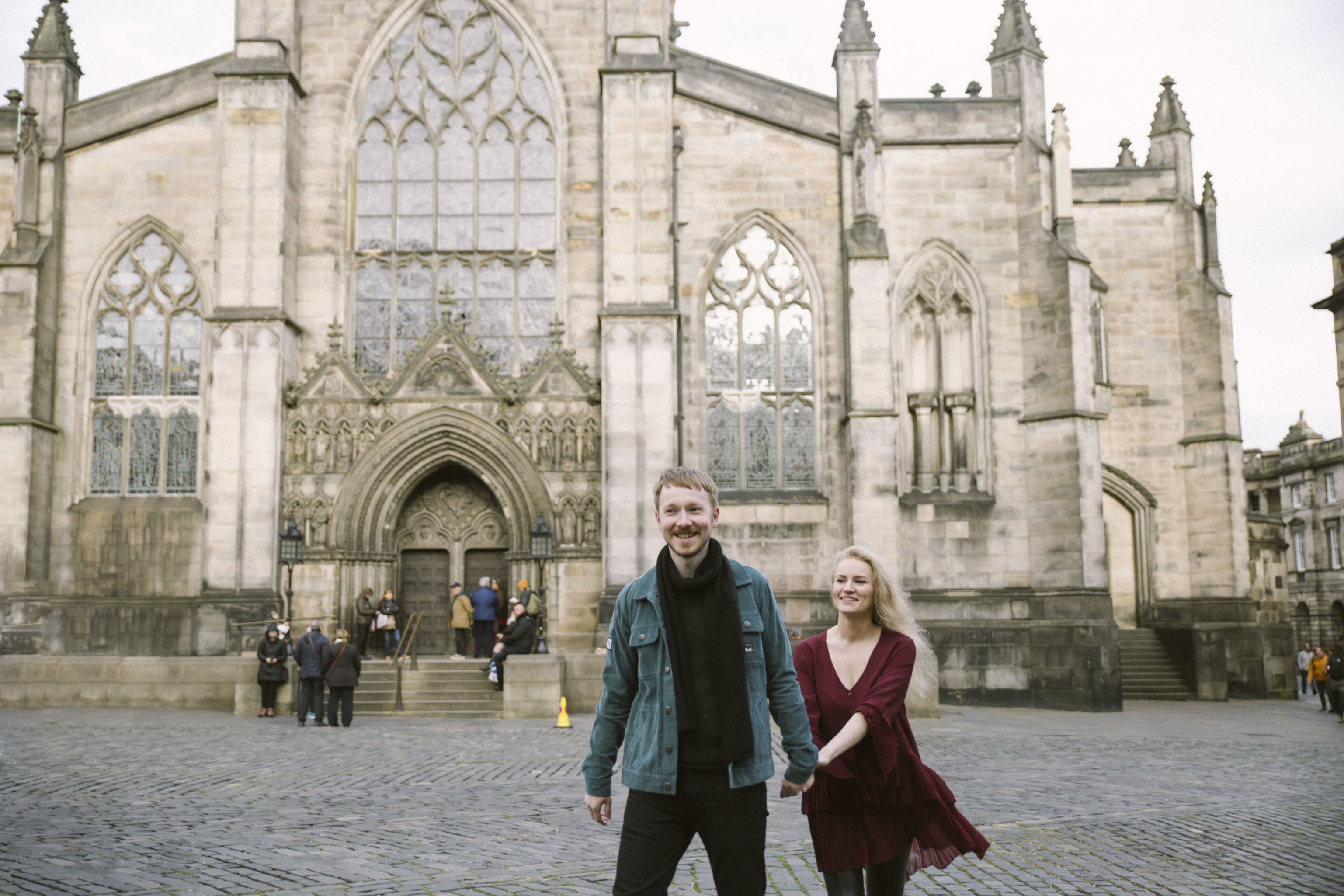St Giles Cathedral Wedding Photography, Edinburgh Street Old Town Couple Photoshoot | Pre Wedding Photography | Engagement Portraits Scotland | Destination Elopement | Elope in Edinburgh | Couple | Ceranna Photography | Natural Light Photographer