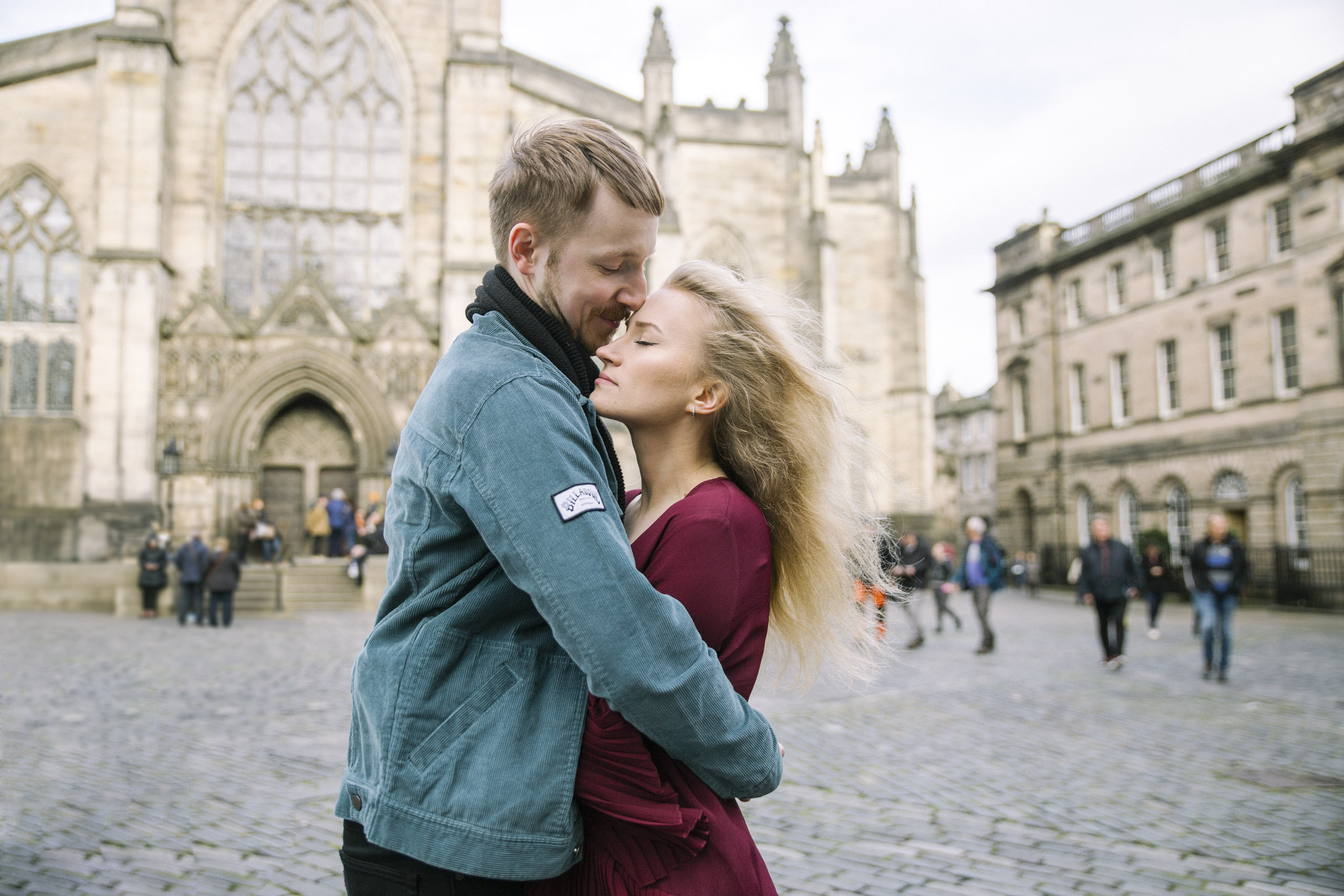 St Giles Cathedral Wedding Photography, Romantic Edinburgh Street Old Town Couple Photoshoot | Pre Wedding Photography | Engagement Portraits Scotland | Destination Elopement | Elope in Edinburgh | Couple | Ceranna Photography | Natural Light Photographer