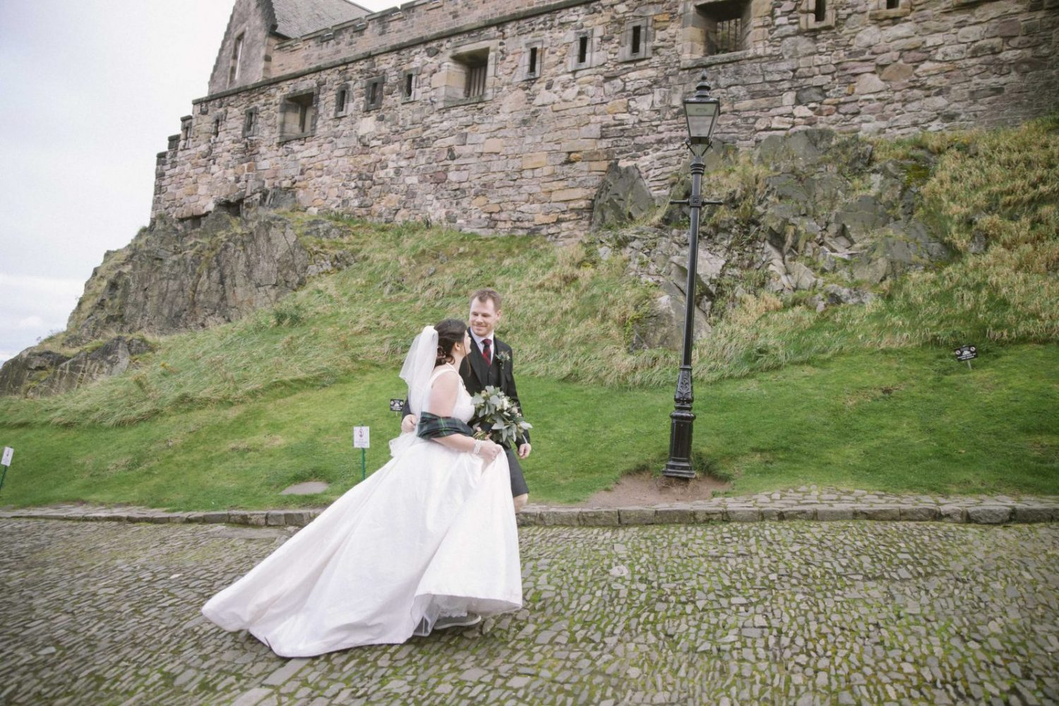 Edinburg Castle Wedding Photography | Scottish Destination Wedding | St Margaret's Chapel Elopement | intimate wedding photography by Ceranna | Edinburgh Wedding Photographer