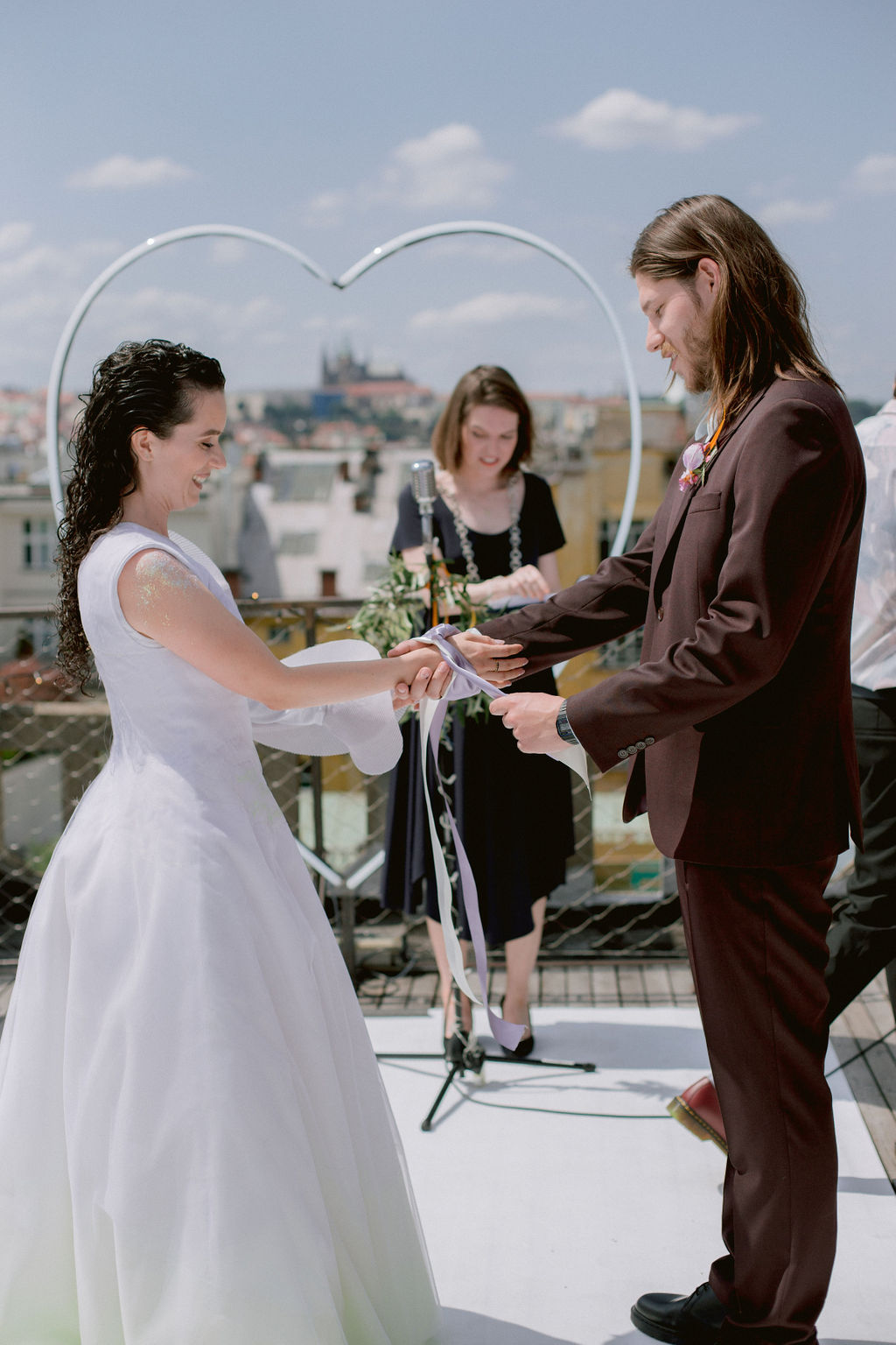 Scottish hand fasting | Svatba Střecha Lucerny | Prague Rooftop Wedding by Ceranna Photography