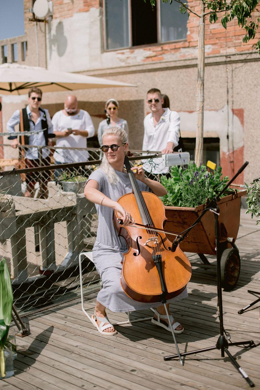 Terzie Kovalová violoncello | Svatba střecha Lucerny