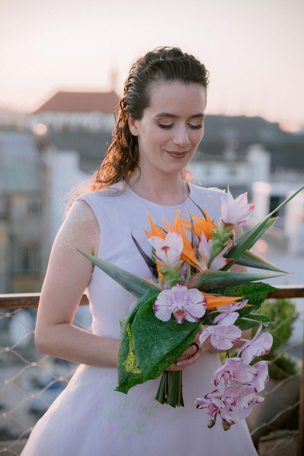Tropická svatební kytice | svatba střecha lucerny