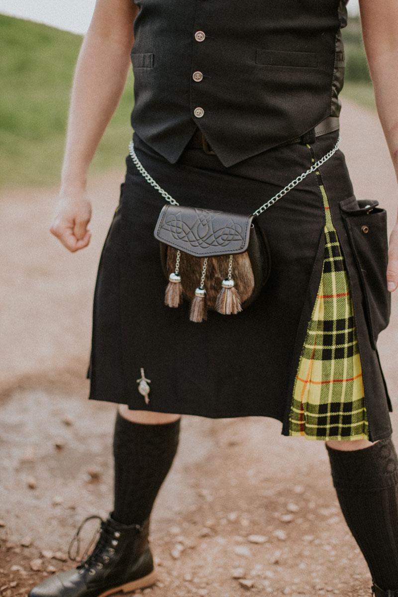 Yellow kilt details | Edinburgh Elopement | Intimate Destination Wedding