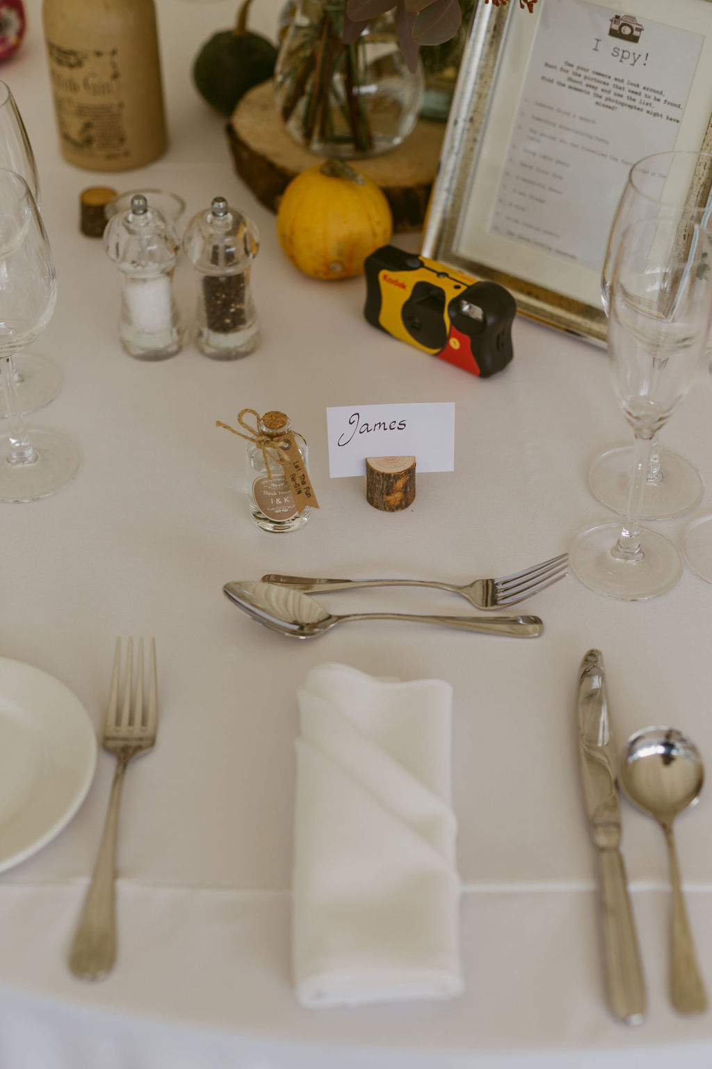 Sumple table setting with wooden blocks