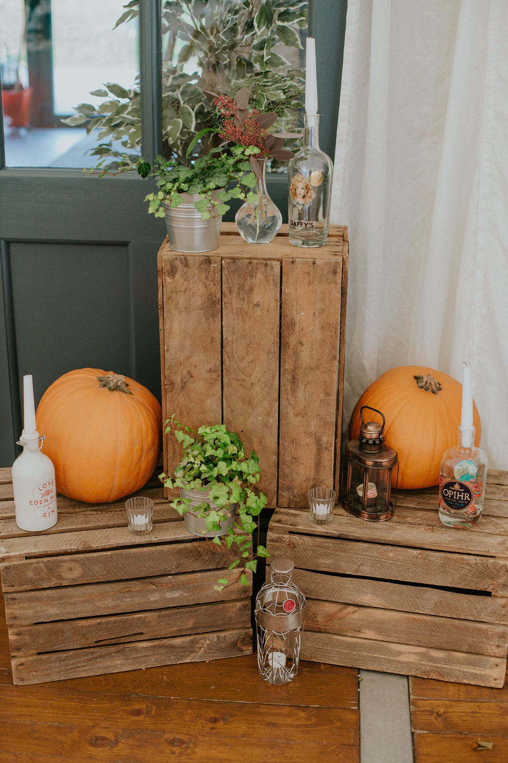 Vintage crates with pumpkins and candles | Autumnn wedding decor inspiration | fall wedding
