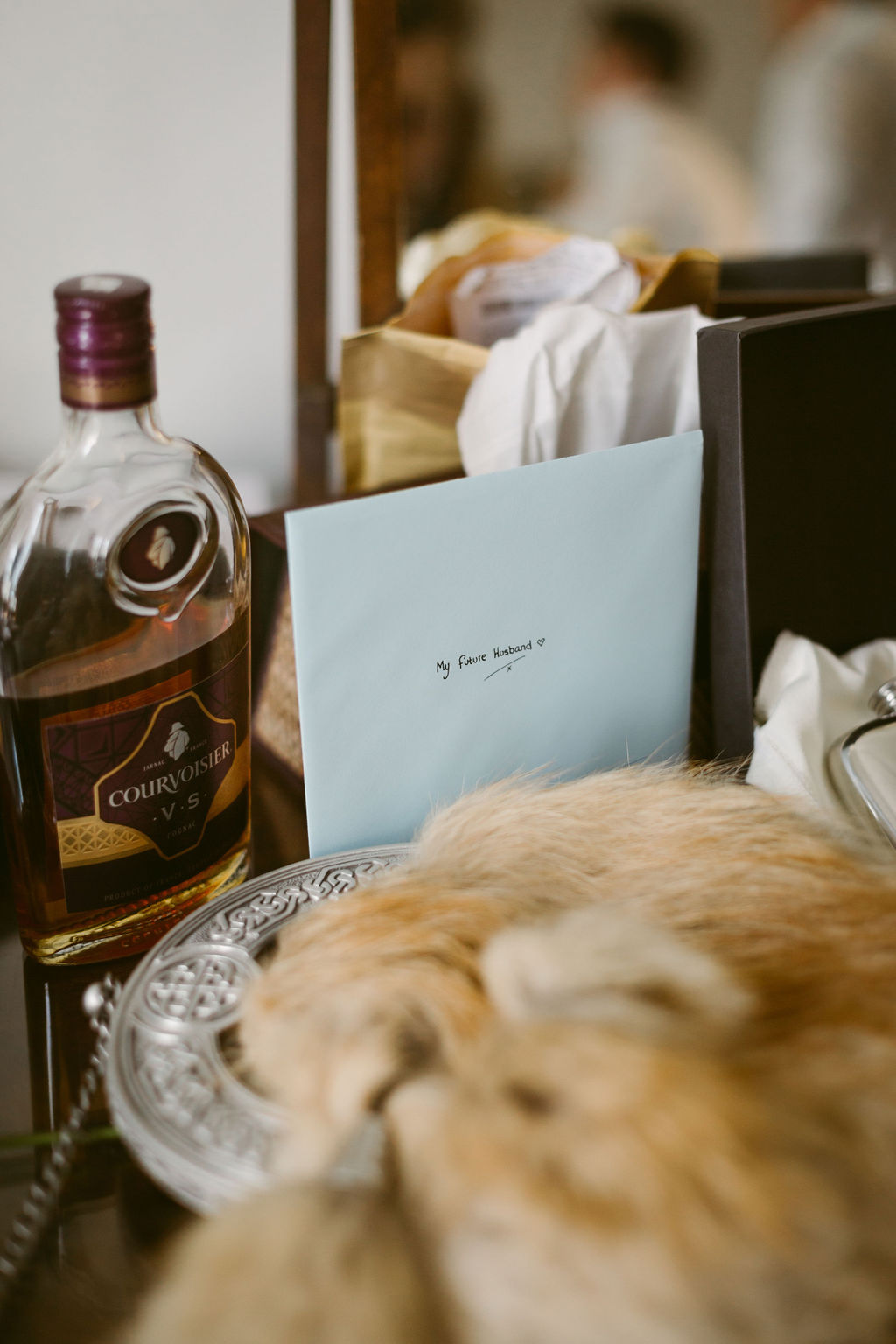 Letter and whisky from bride | Groom wedding details