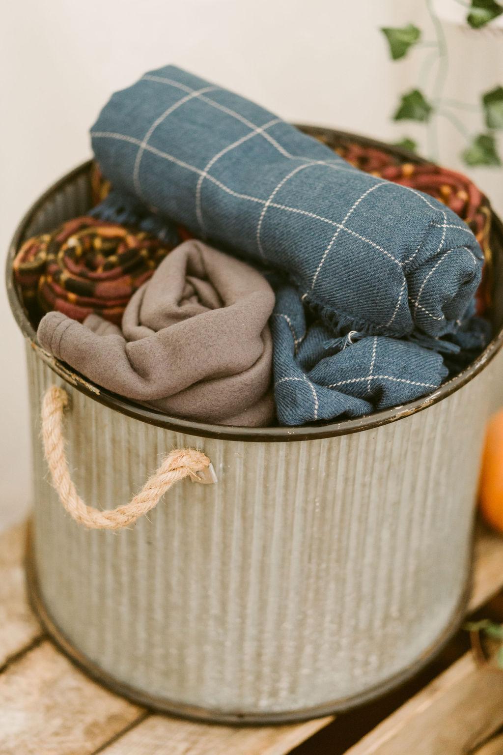 Cozy Blankets autumnal wedding inspiration