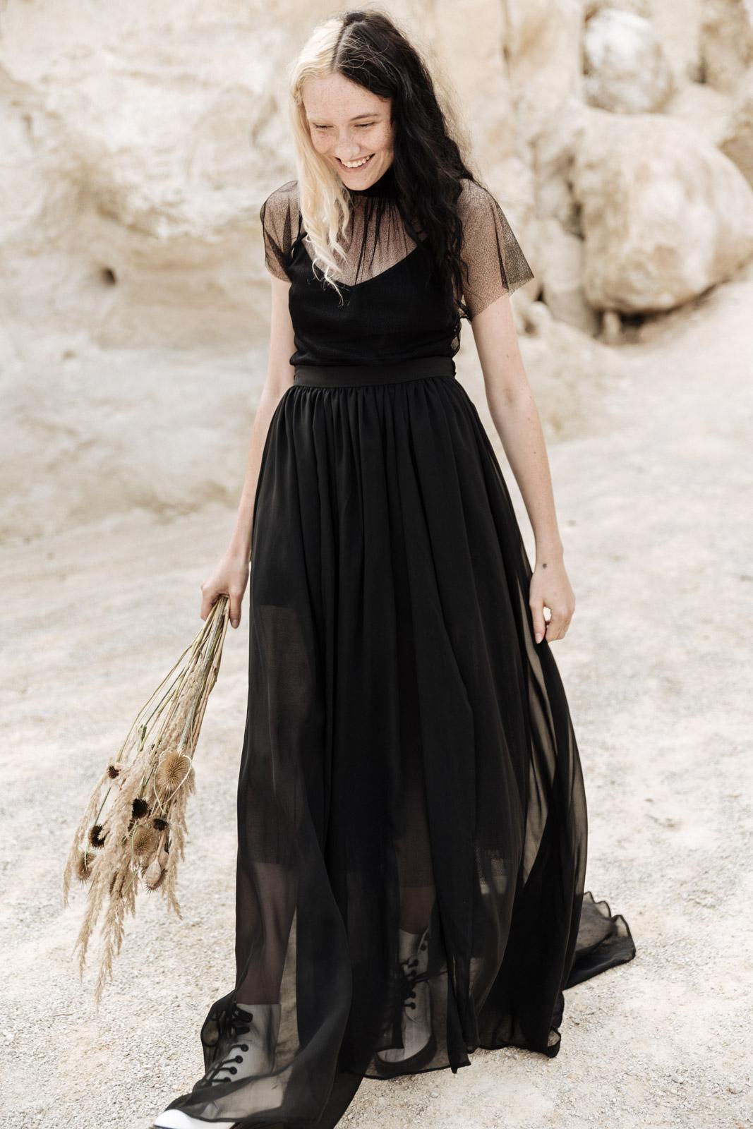 černé svatební šaty Lucie Komárková - svatební fotografka Ceranna Photography - podzimní svatební květiny Loukykvět - alternativní svatební editorial